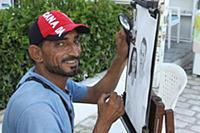 Тунис. На снимке: Уличный художник.