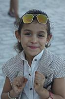 Тунис. На снимке: Девочка в порту.