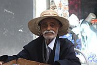 Тунис. На снимке: Уличный продавец.