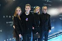 Степан Михалков с семьей. Премьера фильма «Вторжен