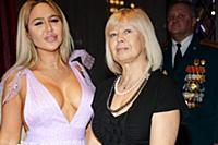Мария Кохно с мамой. Вручение премии «Человек года