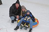 Денис Матросов с женой Ольгой и сыном Федором. Лиа