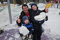 Денис Матросов с сыновьями Федором и Иваном. Лиано