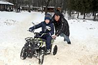 Денис Матросов с сыном Иваном. Лианозовский парк.