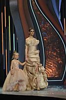 Модель на подиуме. Показ коллекции «haute couture»