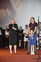 Ольга Любимова, Джаник Файзиев с дочерью. Премьера