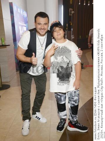 Emin, Эмин Агаларов с сыном Али. Музыкальная премия «ЖАРА Kids Awards 2020». Концертный зал «Vegas City Hall». Москва, Россия, 2 сентября 2020.