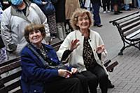 Нина Нехлопоченко (слева). Открытие 100-го театрал