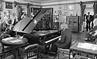Традиция исполнения произведений композитора на ег
