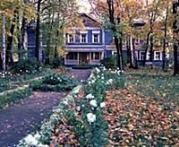 Вид из парка на дом; Государственный мемориальный