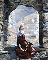 Солистка тацевального ансамбля. В горах Чечни и Ин