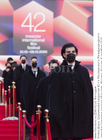 Атмосфера. Церемония закрытия 42-го Московского Международного кинофестиваля в театре «Россия». Москва, Россия, 8 октября 2020.