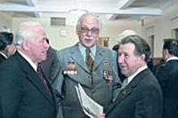 В перерыве С.В. Михалков с депутатами, Сессия Верх