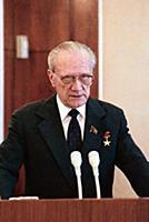 На трибуне Николай Александрович Тихонов. С 1980 г