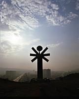 Монумент в Тбилиси 'Счастье народов', Автор монуме