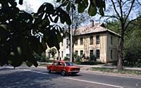В одной из квартир этого дома жила семья Л.И. Бреж