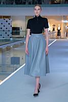 Модель демонстрирует одежду. Презентация фотопроек