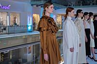 Модели демонстрируют одежду. Презентация фотопроек